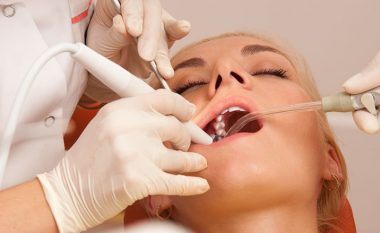 Çfarë vërtet dentisti ju bën kur shkoni të rregulloni dhëmbin (video)