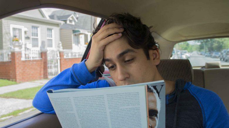 Përse ndjeheni të sëmurë kur jeni duke provuar të lexoni në veturë?