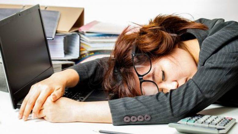 Truqe shëndetësore për të qenë më energjik gjatë orarit të punës