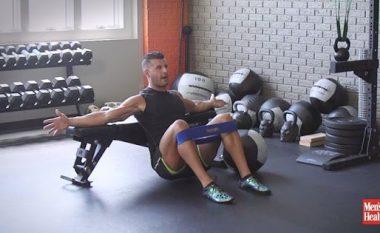 Si t'i forconi muskujt e gluteusit? Sekreti fshihet në KËTË ushtrim! (Video)