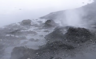 Shikoni si piqet buka në gejzerët e Islandës (Video)