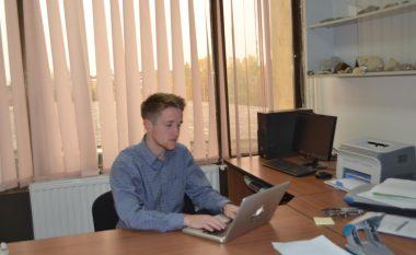 """Studenti amerikan bëhet pjesë e Universitetit """"Isa Boletini"""""""