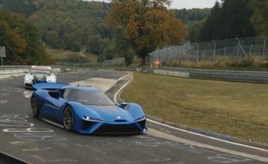 Filmohet gjatë fazës së testimit, makina misterioze që lëvizë me rrymë (Video)