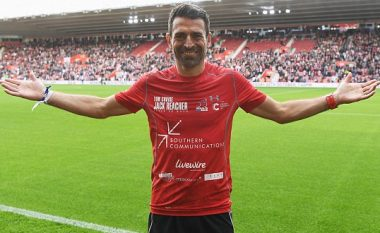 Ish-futbollisti kaloi 2.414 km dhe vizitoi 44 klube për grumbullimin e një milion funteve për t'i ndihmuar të sëmurët nga kanceri (Foto)