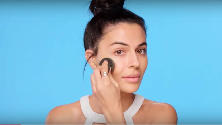 Mënyra më e lehtë për ta fituar një lëkurë të mahnitshme (Video)