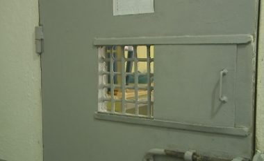 Seks, drogë dhe tatuazhe, shtohen rastet me HIV/AIDS në burgje (Video)