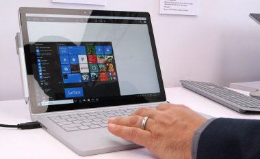 Microsoft prezanton laptopin e ri Surface Book i7