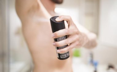 """Deodoranti bën që meshkujt të duken """"më mashkullor"""" në sytë e femrave"""