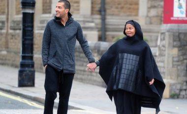 Janet fotografohet me veshje islamike, konfirmon se është bërë myslimane (Foto)
