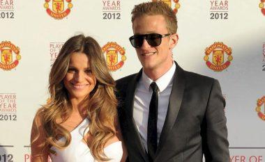 Ish-futbollisti i Manchster Unitedit i jep fund martesës me modelen kosovare (Foto)