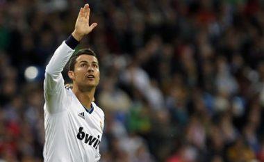 Provat me imazhe: Pse Ronaldo e ngre gjithnjë dorën (Foto)
