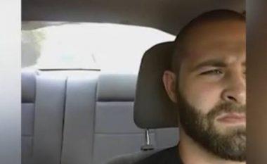 Sherr mes vozitësve në autostradë, njëri nxjerr pistoletën – shihni reagimin e tjetrit! (Video)