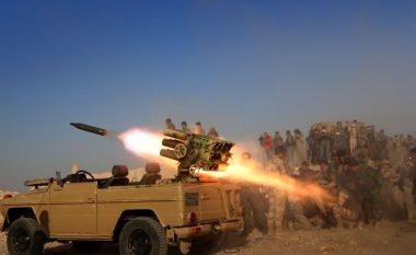 Kurdët e Irakut thonë se e kanë marrë një qytet afër Mosulit