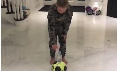 Ajo çfarë bën vajza e Terryt me topin, vështirë se do të mundte një futbollist profesionist (Video)