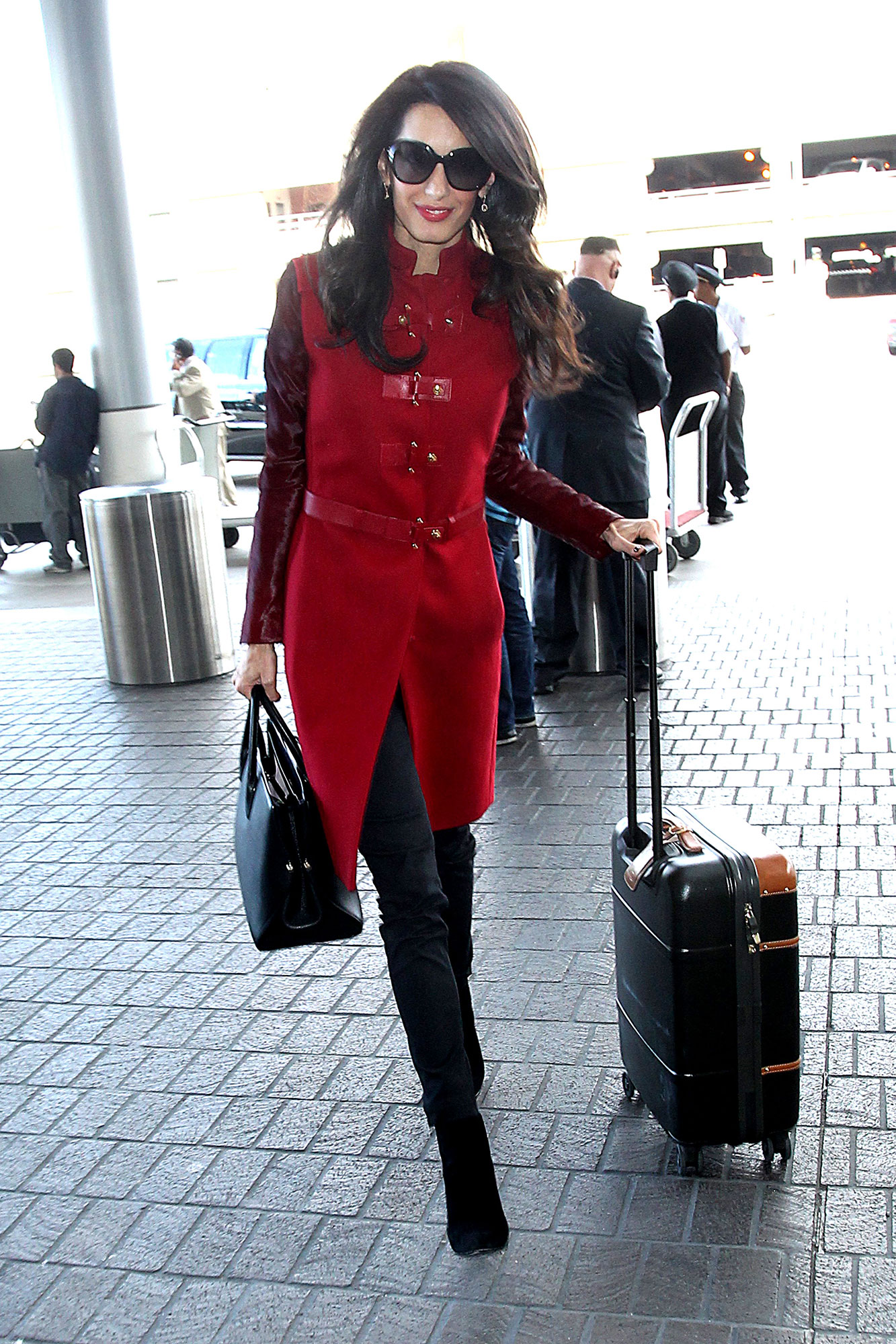 08-celebrity-airport-bags-amal1