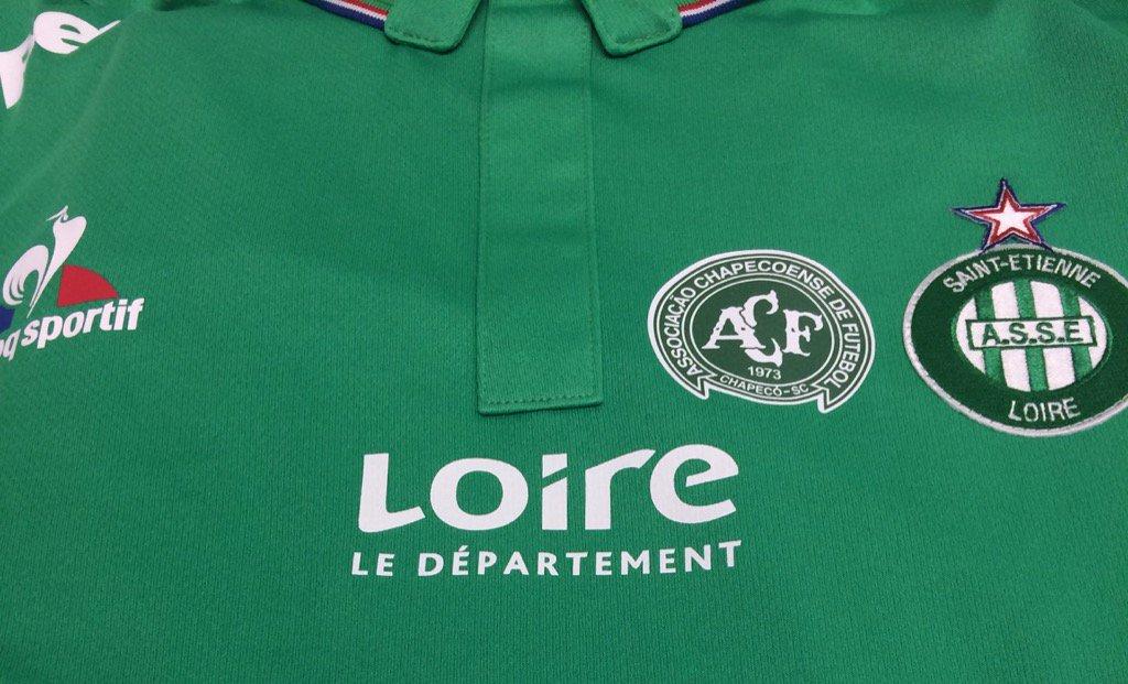 Logon e Chapecoenses krahas asaj të Saint-Etienne .
