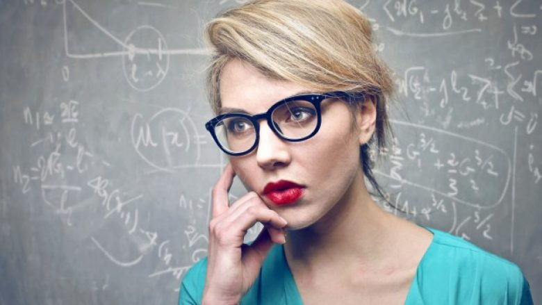 Çfarë e bën një grua intelektuale?