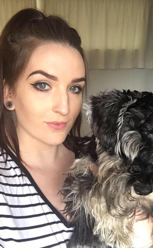 Guirey me qenin e saj Teddy