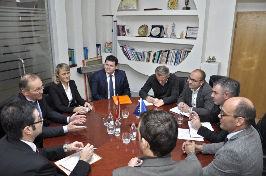 Takimi mes ministrit Shala dhe ambasadorit hungarez