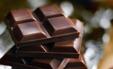 Çokollata i zvogëlon rreziqet e rrahjeve të çrregullta të zemrës