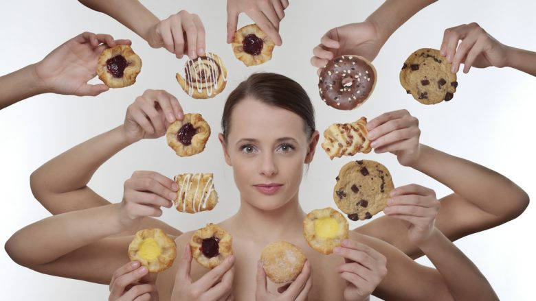 A e dini për ç'shkak femrat kanë apetit të shtuar para ciklit të tyre?
