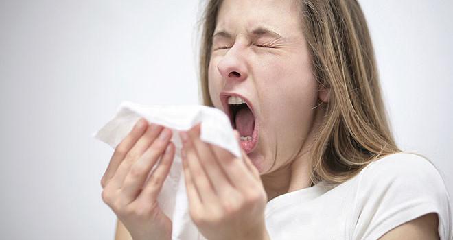 sneezing-woman1