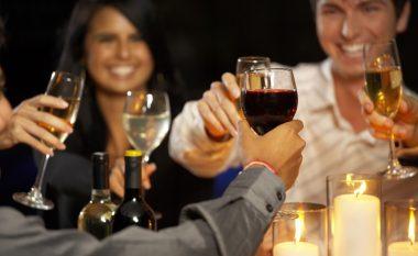 Konsumues të rregullt të alkoolit, por me rrahje të çrregullta të zemrës?