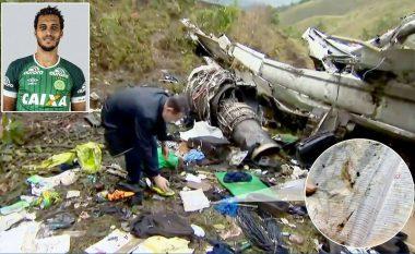 Futbollisti i Chapecoenses që shpëtoi lexoi Biblën para tragjedisë, ajo u gjet në vendin e ngjarjes (Video/Foto)