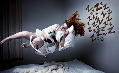 Sheh në ËNDËRR sikur bie nga një lartësi apo pengohesh nga diçka? Përgjigjja është me sy hapur