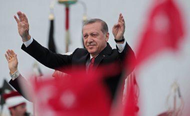 Erdogan, studentit shqiptar: Të uroj karrierë në Turqi, e të kthehesh e ta ndihmosh Kosovën (Video)