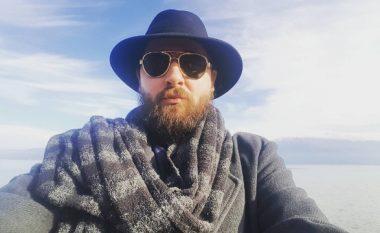 """Versioni i çmendur i këngës """"Po t'shoh përmas"""" nga Kastro Zizo (Video)"""
