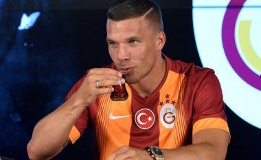 Podolski po kryeson top-listat gjermane të këngës (Video)