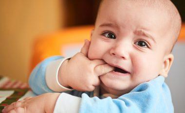 Dalja e dhëmbëve të parë të bebes