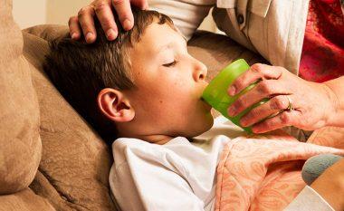 Me kujdes dozoni analgjetikun kur shëroni GRIPIN: Ja cila është doza e paracetamolit të cilën bën t'ia jepni fëmijës