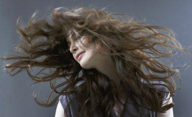 A jeni aq fatlume sa për të pasur flokë të gjata? Atëherë provoni një nga këto stile flokësh (Foto)