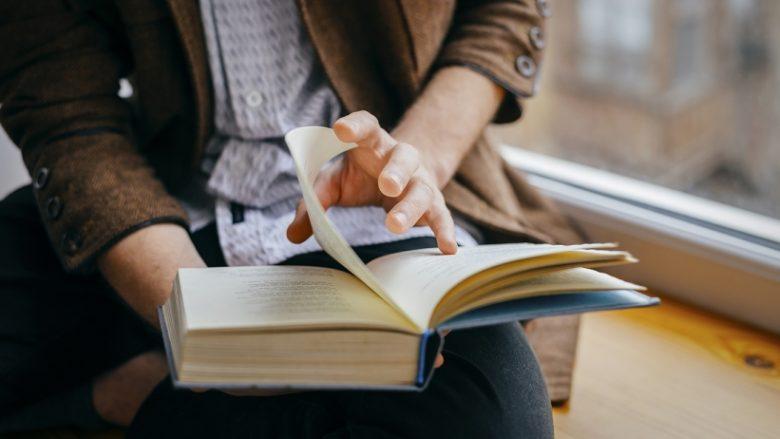 Si t'i lexoni 200 libra në vit? Shumë e thjeshtë, vetëm shmangni rrjetet sociale