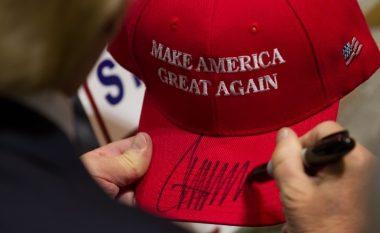 """Mediat vazhdojnë të godasin presidentin amerikan – kësaj radhe """"kapen"""" tek kapelat! (Foto)"""
