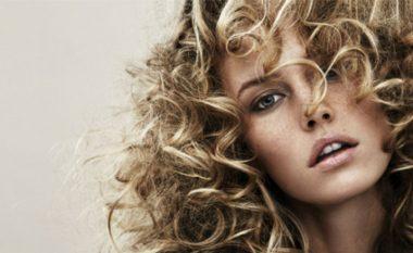 Truk për flokë të valëzuara pa shkuar te floktari (Video)