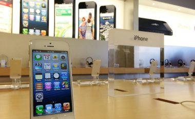 Arrest për burrin që në shenjë proteste, i shkaktoi dëme dyqanit të Apple (Video)
