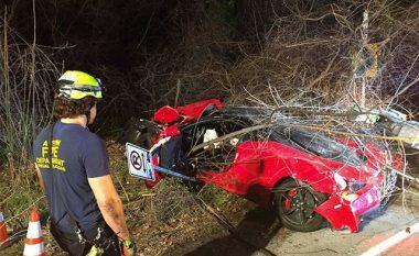 Ferrari dëmtohet në tërësi, udhëtarët shpëtojnë me lëndime të lehta (Foto)
