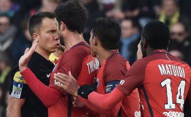 Ndodh njëri nga ndëshkimet më të çuditshme në futboll, gjyqtari i jep të verdhë Verrattit që ia ktheu topin me kokë portierit (Foto/Video)