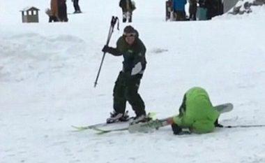 Skiatori i dehur mbeti në borë, nuk kishte fuqi të lëvizte si duhet (Video)