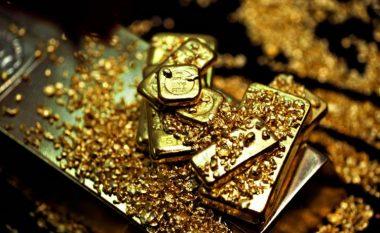 Tapeti i argjendarisë doli të jetë i mbushur me copëza të imta ari që kanë vlerë të madhe (Foto)