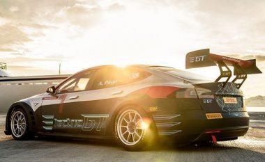 Tesla me makinë garash që shpejtësinë nga zero në 100 kilometra në orë e arrin për dy sekonda (Foto)