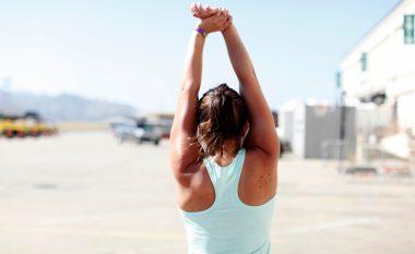 Si ta 'ngrohni' trupin brenda dy minutave para se t'i filloni ushtrimet (Video)