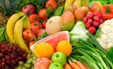 Si t'i pastroni frutat dhe perimet nga pesticidet?