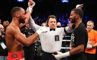 Momenti kur boksierit i thyhen dy dhëmbë gjatë duelit (Foto/Video)