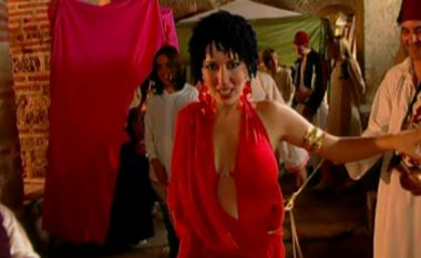 """Kur Leonora Poloska solli atmosferën e Marokut në klipin e saj """"Të dua s'të dua"""" në vitin 2003 (Video)"""