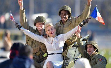 Vajza e Michael Jackson me këmishë tranparente para 'ushtarëve' (Foto)