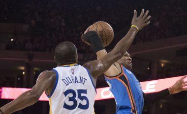 Westbrook e ngulitë mbi Durant dhe shikon atë, ky i fundit kundërpërgjigjet me treshe (Video)